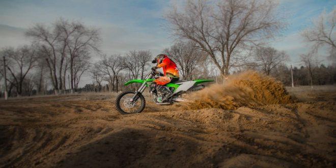 review dan harga motor trail Kawasaki